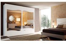 Colectia St. Tropez / O colectie perfecta pentru iubitorii unui stil de amenajare contemporan, cu usoare influente art deco si clasice. Cuprinde piese de mobilier pentru dormitor si pentru zona de living si dining.