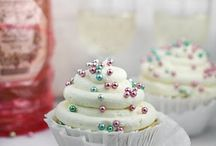 Cupcakes - cakes and cake pops  / by Maggie Hashey