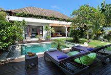 Villa Ricci / La villa Ricci est nichée au cœur du quartier de Batubelig en bordure des rizières, à moins de 10 minutes à pieds de la plage (et de ses couchers de soleil magnifiques), et à quelques minutes en voiture des rues commerçantes de Seminyak, la station balnéaire la plus prisée de Bali.