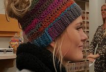 Crochet Ponytail Hat / If you're looking for a crochet ponytail hat pattern, this collection should help you out. This crochet hat with ponytail hole is very popular at the moment and super cute.