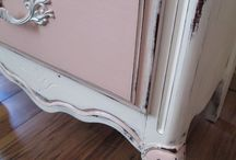 Chalk Paint® in Antoinette pink / Antoinette is a soft pink which looks very good in many surfaces. This shade of pink can be used anywhere from kids room to your kitchen and living room.  Old fashioned roses and the colour of old plaster. This is a soft pale pink with a hint of brown in it so the pink is not too sweet.