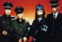 Laibach. Maailma ja sen kuvat / Laibach, univormuja, taidetta, ristiriitaa
