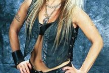 WOMEN METAL SINGER