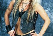 WOMEN METAL SINGER