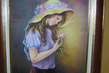 Petite fille sage au chapeau de paille