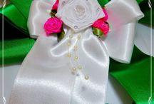 dekorační kytky převážně z mašlí