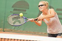 Теннисные корты / Значимым объектом в спорткомплексе является Теннисный Центр с крытыми и открытыми кортами, которые делают его самым крупным в Московской области.   Созданы детские и взрослые группы. Занятия проходят ежедневно, и вы можете подобрать удобное для себя время.