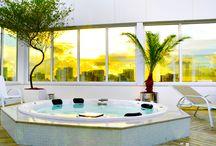 Hotéis e Prédios - Bem - Estar e Qualidade em todos os lugares / Planejando o hotel em que você vai se hospedar nas suas férias ou na sua viagem de negócios? Escolha por hotéis que contam com isolamento termoacústico proporcionados pelas esquadrias Weiku e sinta a diferença de conforto e bem-estar. #retrofit #isolamento #termico #acustico #anti-ruido #termoacustico #weiku  #arquitetura #decoracao #ambientes #weikudobrasil #bem-estar #conforto