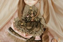 Pullip Fashion Dolls / Pullip (Korean: 풀잎) is a fashion doll created by Cheonsang Cheonha of South Korea in 2003. Tokyo Rebel have a good collection of them for sale.