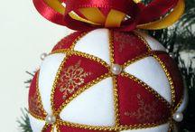 Bolas y adornos de Navidad