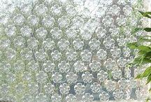 plastové dekorace