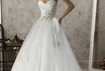 Wedding dresses / by Alyssa Gangale