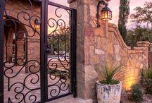 taş duvar kapısı