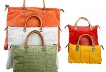 GABS / GABS is een Italiaans merk dat vel aandacht heeft voor experimenteren en creativiteit. Dit maakt het een erg origineel merk en zorgt ervoor dat veel van de tassen uit de collectie erg authentiek zijn.