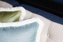 Mary & Gary / Gary & Mary, deux collections textiles à effetes de matières et textures sphistiquées pour sièges et rideaux en coordonné et harmonie de teintes.   Gary : Petit tissage natté pour sièges dans une palette de 32 couleurs unies.  Mary : Dans un effet de raphia, un tissage texturé aux fibres horizontales et à la brillance précieuse.