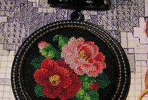 petit point Современная микровышивка / http://www.livemaster.ru/flowertenderann