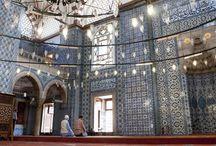 Rüstem Pasa Cami - Rustem Pasha / Rüstem Pasa, Szulejmán Szultán lányának, Mihrimah hercegnőnek a férje volt. Az Oszmán Birodalom leghíresebb építésze, Mimar Sinan tervezte ezt a csodaszép dzsámit a tiszteletére, mely az Egyiptomi Bazár közvetlen szomszédságában áll Istanbulban.
