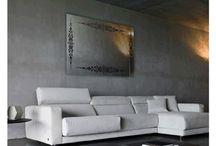 SALON AYNA STİCKER / Akrilik malzemeden ve folyo ile beraber tasarlanan  ve kırılması, cam ayna ile kıyaslandığında çok daha zor olan bu dekoratif ayna, duvarlarınızın yeni modası olmaya aday. Akrilik aynanın kalınlığı 2 mm dir. Ayna üzerinde kullanılan folyo kaliteli ve dayanıklı Oracal markadır.