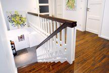 Kontrastreich - Die Kombination aus Hell und Dunkel / Helle, lichtdurchflutete Wohnräume strahlen positive Energie aus und machen gute Laune. Doch ist alles zu exakt und einheitlich aufeinander abgestimmt, wirkt ein Zimmer schnell langweilig. Deshalb ist es wichtig, besondere Akzente zu setzen. Zum Beispiel mit bunten Kissen oder Teppichen, farbenfrohen Möbeln oder ausdrucksstarken Bildern. Oder mit einer Treppe, die durch das Zusammenspiel von Gegensätzen zum absoluten Blickfang in den eigenen vier Wänden wird.