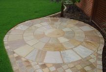 Natural Stone Circles / Stone circles are an excellent way to include an eye catching feature in a garden and are available with squaring off kits.  Browse our selection of images for inspiration!