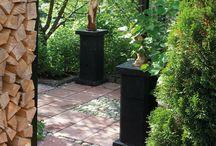 Polut ja kulkuväylät / Polkuja kannattaa tehdä kulkuväylille, huoltoa varten ja ihan muuten vaan. Ne ovat piristävä lisä jokaiseen puutarhaan!