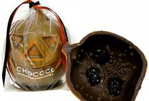 Chocolate Pumpkins / Chocolate Pumpkins for Halloween. http://pinterest.com/chocoholicmatt/halloween-chocolate/
