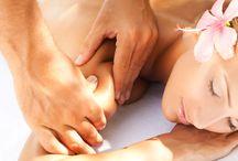 Massagem Summer Fresh / A Massagem do Mês de Agosto é a Massagem Summer Fresh! Esta massagem de assinatura Float in Spa é especialmente indicada para os dias mais quentes. São realizadas várias técnicas terapêuticas e de relaxamento e também alongamentos.  Esta massagem distingue-se pela equilibrada mistura de Aloé Vera com óleos essenciais de hortelã-pimenta, alecrim, cânfora e eucalipto. Deixe-se levar pela onda de frescura desta massagem surpreendente!