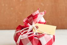Eco-friendly gift wrapping / by Big Green Purse .