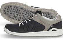 GORE-TEX® SURROUND™ Casual styles / Discover this season's new GORE-TEX® SURROUND™ shoes for every-day urban use. They are durably waterproof and highly breathable all around the foot. Thanks to their open sole construction your feet stay dry and comfortably cool even at higher temperatures.