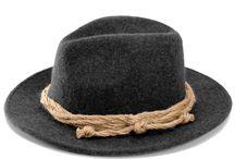 Trachten Hüte Herren / Der traditionelle Lodenhut schützt nicht nur vor Wind und Wetter, er gibt einer urigen Tracht auch den letzten Schliff. Aus kräftigem Wollstoff gefertigt, verleiht der sportlich-schlichte Lodenhut jedem Trachtenfan ein kerniges Erscheinungsbild.