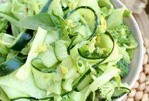 Special: groene salades / Je raadt het al… groene salades, die zijn super gezond! Zoals gewoonlijk verzamelden we een schat aan inspiratie voor jullie. Aan de slag!