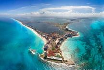 Cancún, México / Cancún está considerada como uno de los mejores destinos turísticos, no solo de México sino también de toda la región Caribeña. Sus playas de finas arenas blancas, un mar turquesa lleno de peces de colores y una barrera coralina de fama mundial son, entre otras, algunas de las bellezas naturales que más atraen a los visitantes de todas partes del mundo.