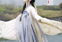 chinese // fashion / traditional and modernized chinese fashion   hanfu, qipao, etc...