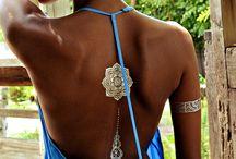 tatouage dos dore