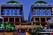 Adenya Resort Hotels & Spa / 5 yıldızlı Adenya Resort Otel projemizde tüm oda CNClerine ve balkonlara turkuaz renkte şerit led ve power led uygulaması gerçekleştirdik. Oda banyoları, koridorlar, ve diğer genel mekanlarda 6 power ledli ılık beyaz ışık renginde downlight tavan spotları kullandık. Bahçelerde ise 9 power ledli bahçe spotları ve kulede 18, 36 power ledli Wallwasherlar kullandık.