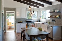 Kitchens / by Jeniferr Cantrell