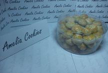 Kue Lebaran Amelia Cookies / Lebaran tentunya tidak lengkap tanpa adanya kue kering khas lebaran seperti kue nastar, putri salju, skippy, kastengel, dan lain lain. Amelia Cookies menyediakan kebutuhan anda akan kue kering untuk melengkapi dan memeriahkan suasana lebaran di rumah Anda. Informasi lebih detail mengenai harga dan jenis kue, silahkan hubungi kami di 0852-9691-6721 (Hadid)