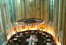 Boekhandel Dominicanen in Maastricht / De Dominicanen kerk in Maastricht is jaren geleden prachtig verbouwd en is een hele mooie boekhandel geworden. Een bezoek meer dan waard.