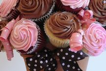 Cakes and cupcakes / by Lidia Cardoso