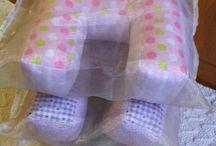 Almofadas em forma de letras / Pillows in the form of letters of the alphabet / Almofadas em forma de letras do alfabeto, feitas à mão, com tecidos 100% algodão e com enchimento hipoalergénico para decorar o quarto do seu bebé / Pillows in the form of letters of the alphabet, hand made with 100% cotton tissues and hypoallergenic filling to decorate your baby's room