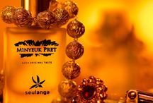 "Parfum Seulanga / = Parfum Minyeuk Pret aroma Seulanga = ""Bunganya para bunga"" Eksotisme, keanggunan, yang menyatu pada keharuman sempurna. Semerbak bunga khas Aceh, kelembutan dan kesegaran abad pertengahan Refreshing Your Sensuality."