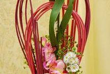 Floristry Arrangement with supporting structure - tukirakenne asetelmia