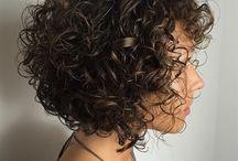 Coupe cheveux frisés