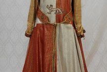 Heraldisia kuvioita vaatteissa