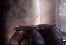 Come si fa/How it is made / Latte,caglio e sale. Sono questi gli unici ingredienti che, insieme all'arte dei casari e al lungo periodo di stagionatura, rendono il Parmigiano Reggiano un formaggio unico al mondo.
