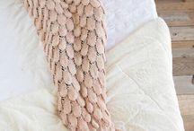 Blankets& Pillows