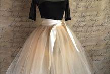 tylové sukně, šaty