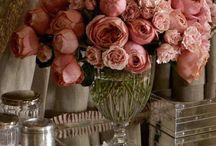 Kukkia martalle / Kukkaloistoa jokaisen martan arjen iloksi.