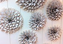 Accent wall idea / Paper wreaths