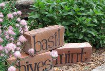 Outdoor DIY & Decor / Do It Yourself creative ideas in your garden.